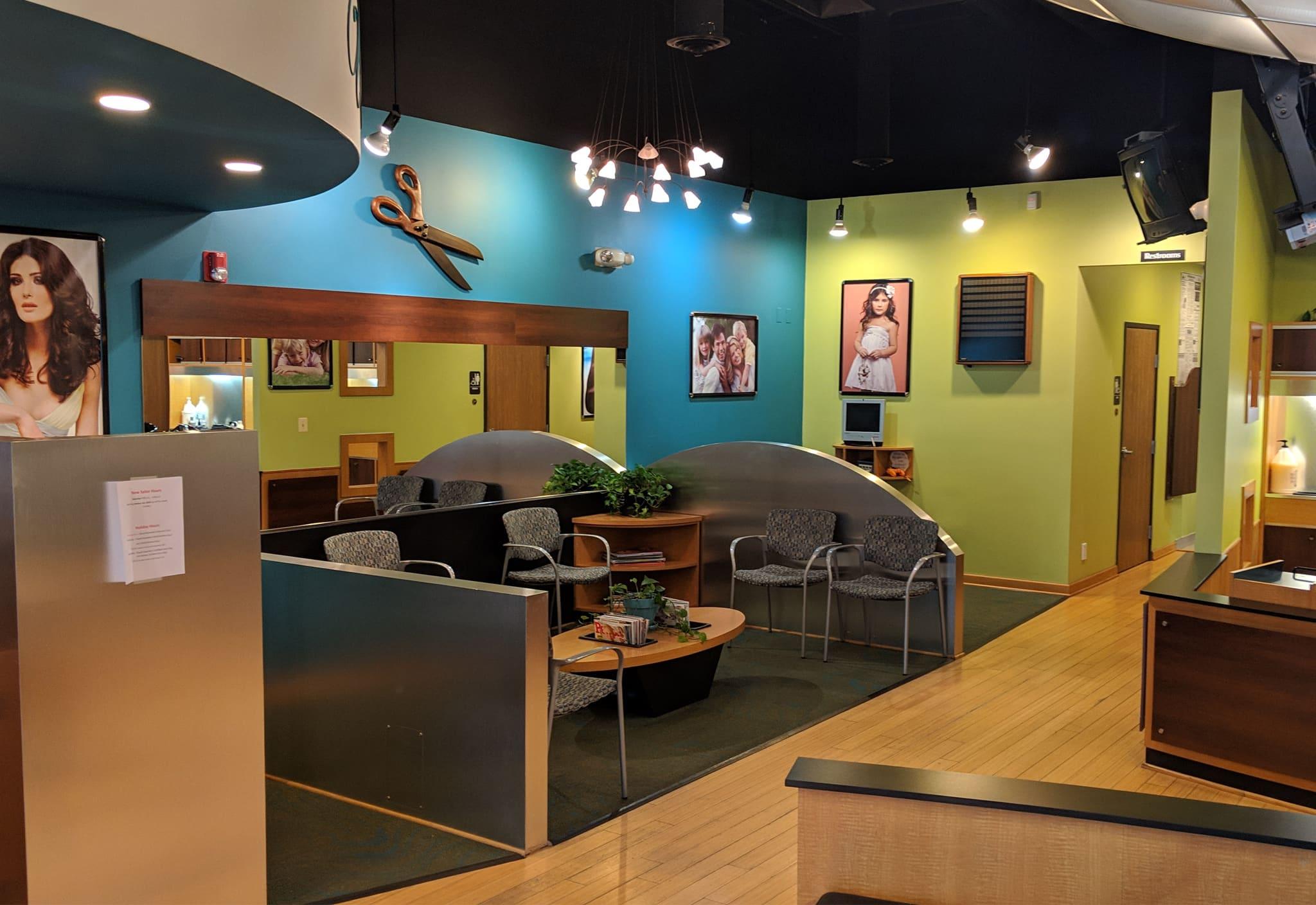 Salon Universal Inside Photo